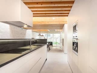 Cocinas de estilo minimalista de a*l - alexandre loureiro arquitectos Minimalista