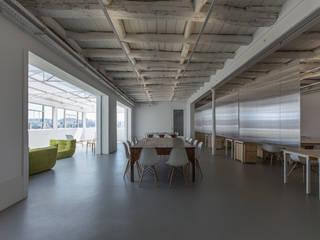Estudios y despachos de estilo industrial de a*l - alexandre loureiro arquitectos Industrial