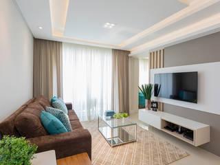 现代客厅設計點子、靈感 & 圖片 根據 Juliana Agner Arquitetura e Interiores 現代風