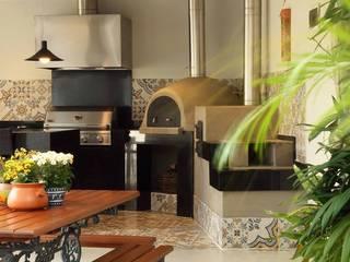 Área Gourmet Residência Alphaville Residencial 4: Garagens e edículas  por Studio 262 - arquitetura interiores paisagismo,Rústico