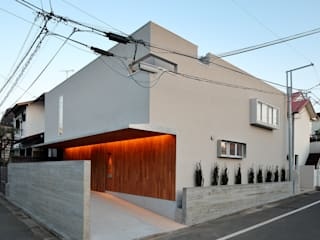 アトリエ スピノザ Moderne Häuser Beige