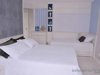 Quarto de casal com cama para o bebê:   por Kely Kleinschmidt Interiores,Moderno