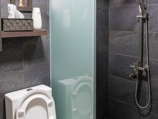 Bathroom by Y&T Pte Ltd, Asian Tiles