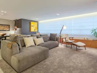 Sala de Estar e TV: Salas de estar  por Botti Arquitetura e Interiores-Natália Botelho e Paola Corteletti