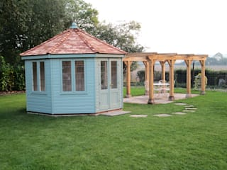 Wiveton Summerhouse: classic  by CraneGardenBuildings, Classic