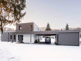 Casas modernas de RO-REI Holzhaus GmbH & Co.KG Moderno