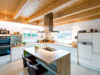 Cocinas de estilo clásico de RO-REI Holzhaus GmbH & Co.KG Clásico