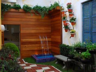 Vườn theo Adriana Baccari Projetos de Interiores,