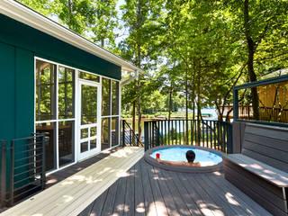 Lake House:  Patios & Decks by KUBE Architecture,