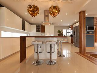 Cocinas modernas: Ideas, imágenes y decoración de Redesign Interiors Moderno