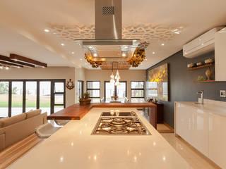 Redesign Interiors Cocinas de estilo moderno