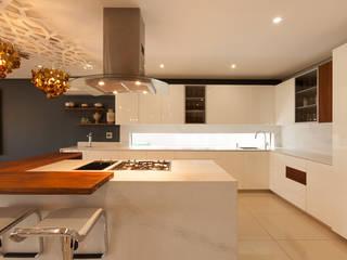 Cocinas de estilo moderno de Redesign Interiors Moderno