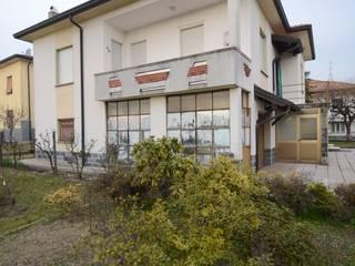 138_Ristrutturazione abitazione singola: Case in stile  di MIDE architetti