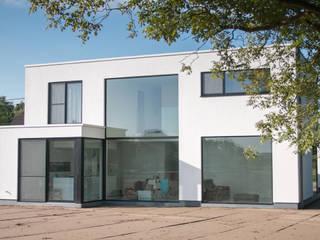 house VC-P Minimalist houses by Niko Wauters architecten bvba Minimalist
