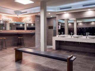 Renovación de Baños de Gimnasio Golds Gym Hermosillo Espacios comerciales de estilo moderno de Acabados para la Construcción y Servicios ACS Moderno