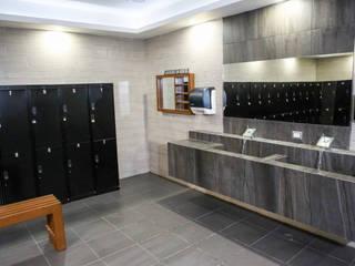 Renovación de Baños de Gimnasio Golds Gym Hermosillo: Espacios comerciales de estilo  por Acabados para la Construcción y Servicios ACS