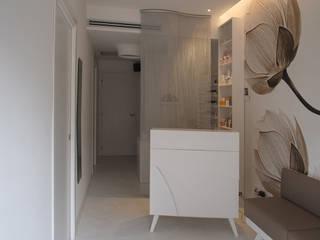 centro Estetico Michela, Varese: Negozi & Locali commerciali in stile  di Silvana Barbato, StudioAtelier