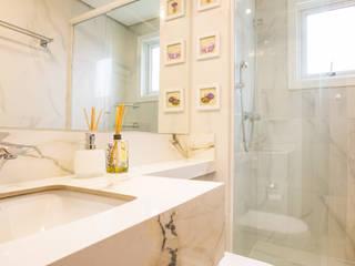 Baños de estilo  por Camila Chalon Arquitetura, Clásico