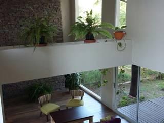 VIVIENDA UNIFAMILIAR Livings modernos: Ideas, imágenes y decoración de LOSADA ARQUITECTURA Moderno