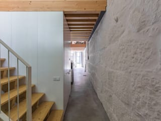 industrial style corridor, hallway & stairs by a*l - alexandre loureiro arquitectos Industrial