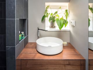 Minimalist style bathroom by CONSCIOUS DESIGN - INTERIORS Minimalist
