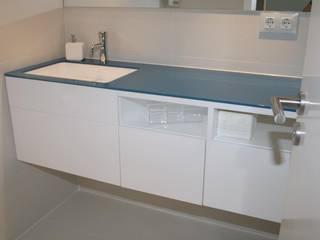 Modern bathroom by Architect Hugo Castro - HC Estudio Arquitectura y Decoración Modern