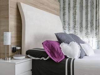 Modern style bedroom by Architect Hugo Castro - HC Estudio Arquitectura y Decoración Modern