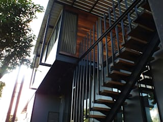 งานปรับปรุงบ้านพักอาศัย จากบ้านชั้นเดียวเป็นสองชั้น:   by บริษัท ดิปเปอร์ อาร์คิเทค ดีไซน์ จำกัด