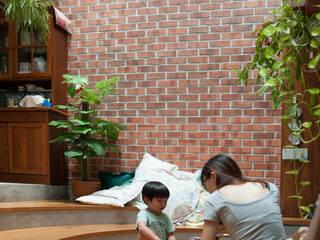 Phòng khách phong cách châu Á bởi Quen Architects Châu Á