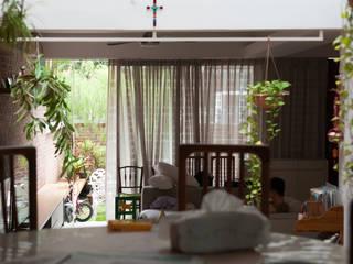 Phòng ăn phong cách châu Á bởi Quen Architects Châu Á
