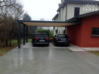 Garajes y galpones de estilo moderno de Ideal Ferro snc Moderno
