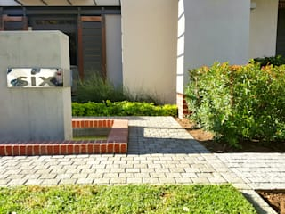 HOUSE ONE Minimalist style garden by Greenacres Cape landscaping Minimalist