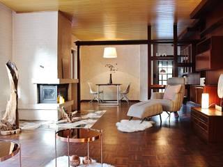 RETRO-LOOK – BUNGALOW WIEDER JUNG Nicole Schütz Home Staging Moderne Wohnzimmer