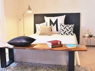 RETRO-LOOK – BUNGALOW WIEDER JUNG Nicole Schütz Home Staging Moderne Schlafzimmer Mehrfarbig