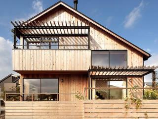 Nhà phong cách Bắc Âu bởi こぢこぢ一級建築士事務所 Bắc Âu