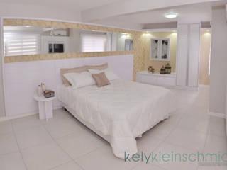 Quarto de Luxo: Quartos  por Kely Kleinschmidt Interiores,Clássico