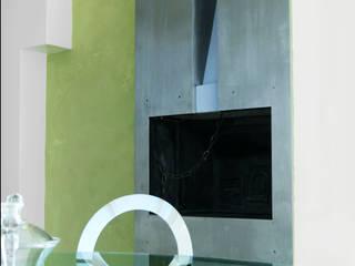 APPARTAMENTO MODERNO NEL QUARTIERE PRATI.: Sala da pranzo in stile  di studioQ, Moderno