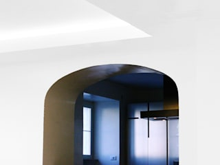 Appartamento residenziale a Testaccio: giochi di quote Cucina moderna di studioQ Moderno