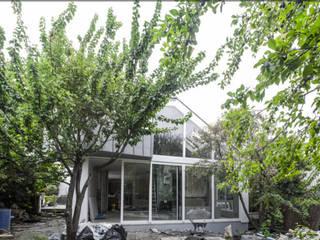 Гостиная в стиле модерн от Amélie Jodeau Architecte Модерн