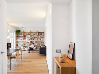 casa SR Ingresso, Corridoio & Scale in stile minimalista di M2Bstudio Minimalista