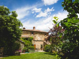 La casa monastero: Case in stile In stile Country di Architetto De Grandi