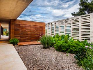 modern Garden by Arquitectura en Estudio