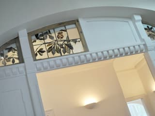 Classic corridor, hallway & stairs by Architektur Studio Köln Classic