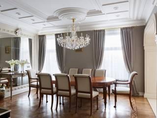 Phòng khách phong cách kinh điển bởi Студия дизайна интерьера в Москве 'Юдин и Новиков' Kinh điển