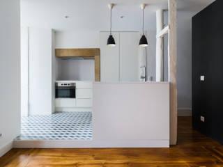 Apartamento em Lisboa:   por joão aires pereira | arquitecto