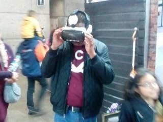 Persona con headset de Realidad Virtual:  de estilo  por INTERPRIKA