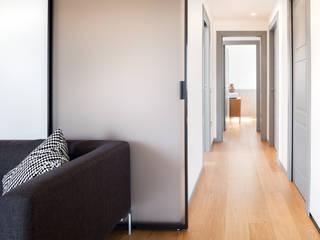 Modern living room by Studio Vetroblu_Stefano Ferrando Modern