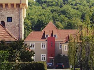 Alte Villa mit neuem Aufzugsturm: klassische Häuser von Archwerk Morenz
