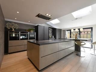 Mr & Mrs Birch:  Kitchen by Diane Berry Kitchens