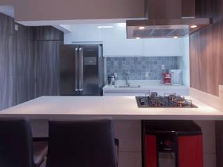 Apartamento compacto Vila Formosa - SP Haus Brasil Arquitetura e Interiores Cozinhas modernas MDF Branco